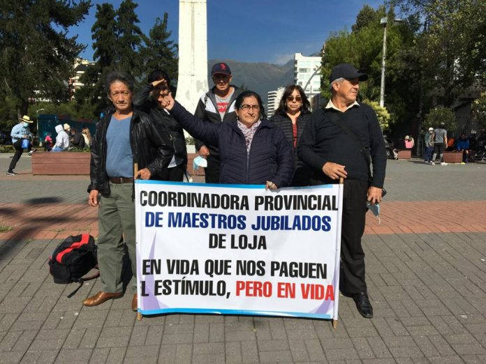 Maestros jubilados de Loja viajaron a Quito para protestar