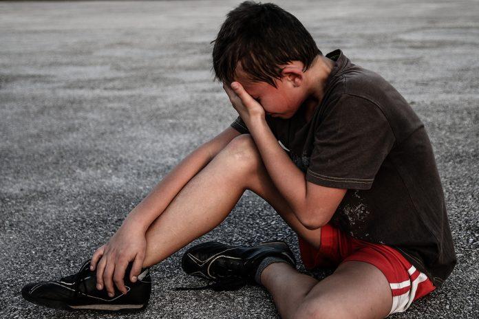 Los niños que escapan de sus hogares por causa de la violencia se enfrentan a otros riesgos sin que nadie vele por su estabilidad.