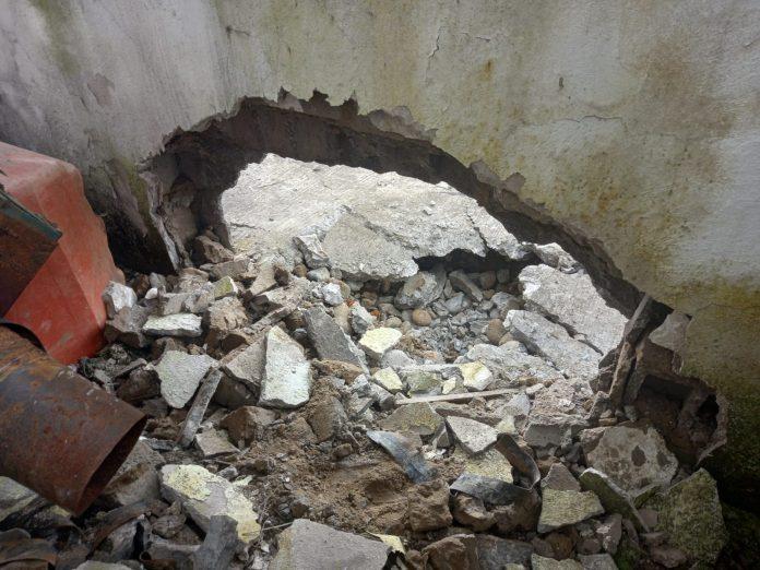 El explosivo fue colocado en el cerramiento del Comando de Policía de San Lorenzo