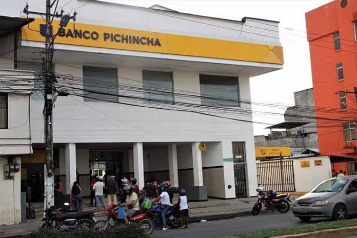 PANORAMA.Existeexpectativade lo que sucede en esta institución financiera.