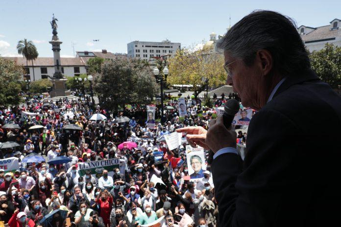 Simpatizantes del Gobierno llegaron hasta la Plaza Grande este 12 de octubre.