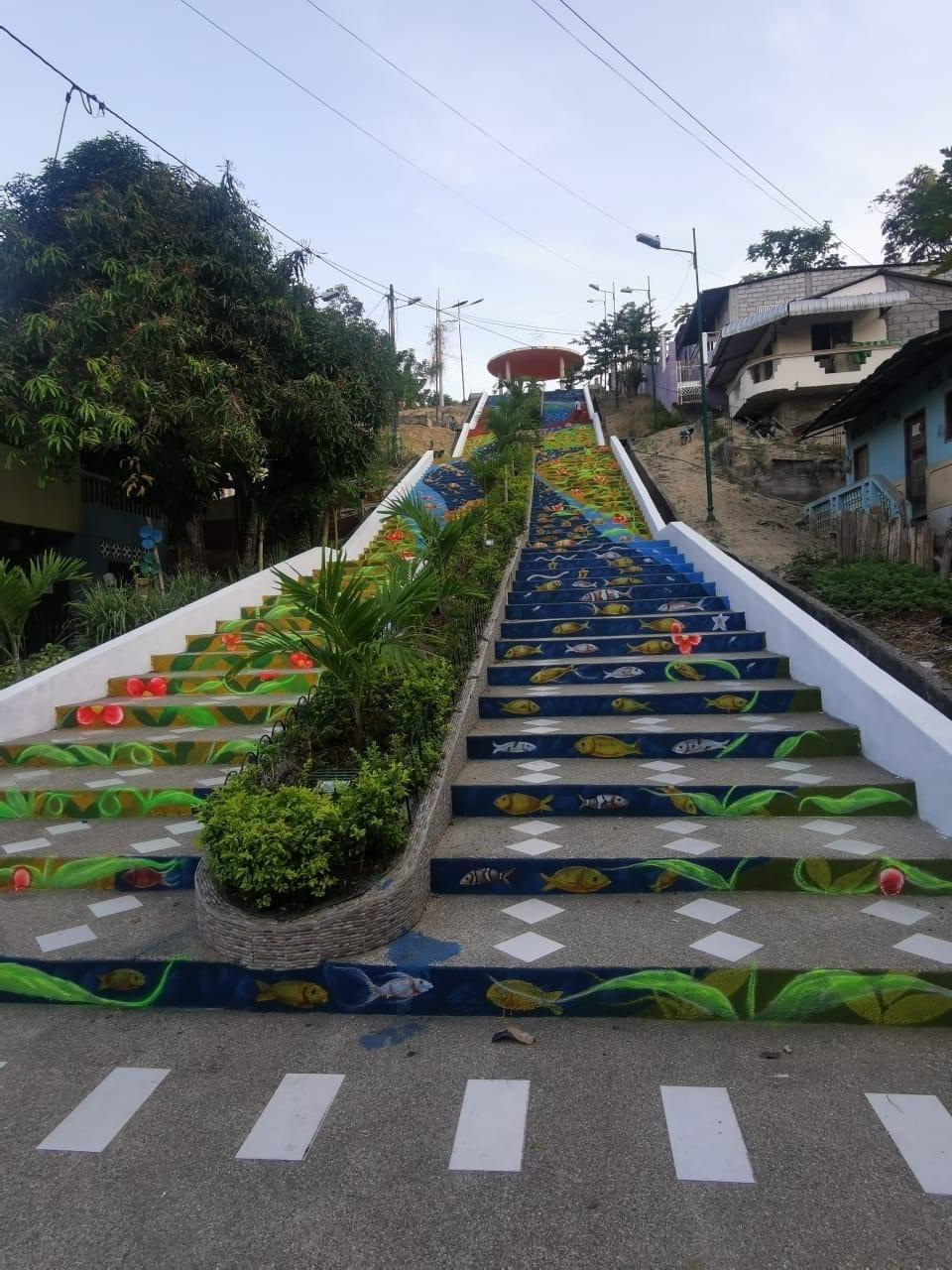Escalinatas, parques y escuelas recuperan su encanto