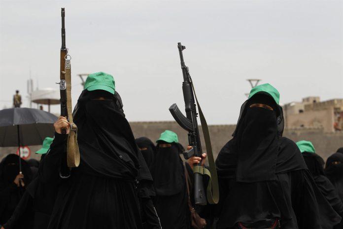 Las mujeres árabes luchan día a día por ganar espacio en la milicia.